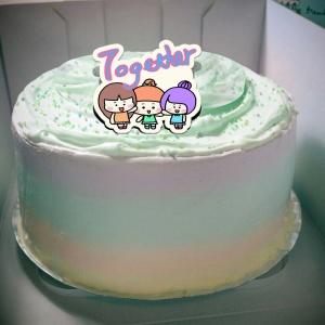 瓜瓜,together~~ ( 圖案可以吃喔!)冰淇淋彩虹水果蛋糕 [ designed by 家常變Fun],