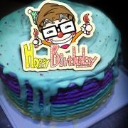 我們都是穿著超人裝的平凡人,Happy Birthday ( 圖案可以吃喔!)手工冰淇淋千層蛋糕 (唯一可全台宅配冰淇淋千層蛋糕) ( 可勾不要冰淇淋, 也可勾要冰淇淋 ) [ designed by 我們都是穿著超人裝的平凡人],