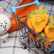 肥兔寶 Fattu,蘿蔔起司餅乾 ( 類似小時候的小熊餅乾文青款) ( 附贈禮盒,適合與同事朋友家人分享一起吃 )  [ designed by 肥兔寶 ],