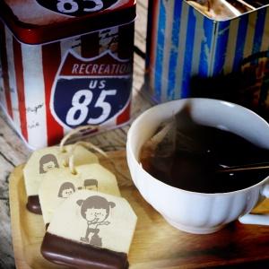 腳ㄚㄚ 腳ㄚㄚ,茶包巧克力餅乾 (類似小時候的小熊餅乾文青款) ( 附贈禮盒,適合與同事朋友家人分享一起吃 ) [ designed by 腳ㄚㄚ  ],