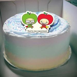 大蘋頭小蘋頭 大蘋頭小蘋頭,superman( 圖案可以吃喔!)手工冰淇淋彩虹水果蛋糕 (唯一可全台宅配冰淇淋蛋糕) ( 可勾不要冰淇淋, 也可勾要冰淇淋 ) [ designed by 大蘋頭小蘋頭 ],