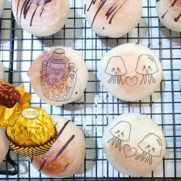 草莓,金莎榛果巧克力酥 ( 有6入、8入、12入 禮盒包裝3種 ) designed by 草莓幸福畫小館,