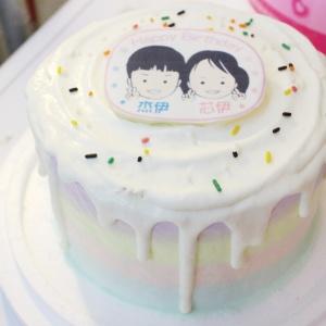 香游氏,香游氏__寫真照片轉Q版手繪_彩虹水果蛋糕 ( 下方可勾選不做冰淇淋變成慕斯、也可做冰淇淋),