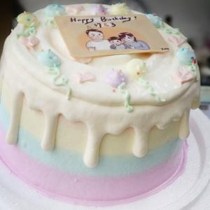 J.HO J.HO,J.HO __寫真照片轉Q版手繪_彩虹水果蛋糕 ( 下方可勾選不做冰淇淋變成慕斯、也可做冰淇淋),