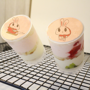 UNi 優尼 UNi 優尼,聖誕節快樂 ( 圖案可以吃喔 ) 手工冰淇淋蛋糕__推推杯 (唯一可全台宅配冰淇淋蛋糕) ( 可勾不要冰淇淋, 也可勾要冰淇淋 ) ( 一種杯子蛋糕 ) [ designed by UNi 優尼 ],