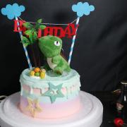 susan susan, 冰淇淋千層蛋糕__樂天恐龍星球 (附上恐龍公仔、1個專屬插旗、一個樹木擺飾、恐龍蛋(可食用)    造型不定期調整*。.) (唯一可宅配冰淇淋蛋糕#,也可不做冰淇淋 )...  ....(裝飾品為贈品不得轉售..平均哈根達斯蛋糕熱量的1/5台灣蛋糕的1/4)),