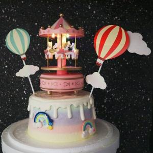 susan susan,冰淇淋裝飾水果蛋糕__旋轉木馬音樂盒 ( 附贈音樂盒、有聲、可亮光、氣球插旗、數個彩虹擺件    ) (唯一可全台宅配冰淇淋蛋糕) ( 可勾不做冰淇淋、也可做冰淇淋),