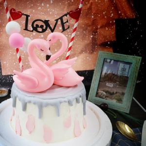 susan susan,冰淇淋裝飾水果蛋糕__早生貴子永浴愛河 (附贈熱火鳥公仔 x 2、1個專屬插旗、氣球裝飾 x 3   裝飾造型不定期調整, 但主題與數量都會一致請放心。部分蛋糕依照您勾選的附件贈品種類與數量不同,材積與蛋糕造型會有增加或者變動,因此蛋糕售價會跟著浮動) (唯一可全台宅配冰淇淋蛋糕) ( 可勾不做冰淇淋、也可做冰淇淋,此奶醬是獨家研發的天然配方,熬煮多小時製作而成的,優點是低糖、好吃健康、且宅配不容易壞損融化!  吃的時候記得照包裝上「食用說明」吃,冷凍保存、退冰約5~10分鐘,退太久一般會融化,雖然Susan老師的不會輕易融化但也會失去冰淇淋口感,要注意喔!(回放冷凍1HR即可又恢復冰淇淋口感)(裝飾品為贈品不得轉售)),