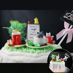 susan susan, 情境蛋糕__貓咪咖啡館 ( 附贈貓咪、各式公園擺件、生日插旗   裝飾造型不定期調整, 但主題與數量都會一致請放心。部分蛋糕依照您勾選的附件贈品種類與數量不同,材積與蛋糕造型會有增加或者變動,因此蛋糕售價會跟著浮動) (唯一可全台宅配 情境蛋糕) ( 可勾不做冰淇淋、也可做冰淇淋,此奶醬是獨家研發的天然配方,熬煮多小時製作而成的,優點是低糖、好吃健康、且宅配不容易壞損融化!  吃的時候記得照包裝上「食用說明」吃,冷凍保存、退冰約5~10分鐘,退太久一般會融化,雖然Susan老師的不會輕易融化但也會失去冰淇淋口感,要注意喔!(回放冷凍1HR即可又恢復冰淇淋口感)(裝飾品為贈品不得轉售)),