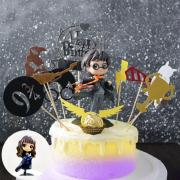 susan susan, 情境蛋糕__魔法之子  ( 附上哈利波特角色、哈利專屬插件、金莎金探子裝飾造型不定期調整, 但主題與數量都會一致請放心。部分蛋糕依照您勾選的附件贈品種類與數量不同,材積與蛋糕造型會有增加或者變動,因此蛋糕售價會跟著浮動) (唯一可全台宅配 情境蛋糕) ( 可勾不做冰淇淋、也可做冰淇淋,此奶醬是獨家研發的天然配方,熬煮多小時製作而成的,優點是低糖、好吃健康、且宅配不容易壞損融化!  吃的時候記得照包裝上「食用說明」吃,冷凍保存、退冰約5~10分鐘,退太久一般會融化,雖然Susan老師的不會輕易融化但也會失去冰淇淋口感,要注意喔!我愛哈利波特與妙麗 (回放冷凍1HR即可又恢復冰淇淋口感)(裝飾品為贈品不得轉售)),