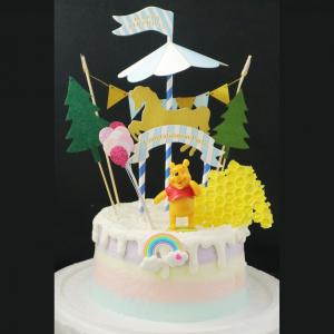 susan susan,冰淇淋裝飾水果蛋糕__維尼小熊的森林樂園  ( 附贈蜂蜜造型餅乾、旋轉木馬插件、派對拉旗、氣球插件、森林插件、維尼小熊、立體彩虹 裝飾造型不定期調整, 但主題與數量都會一致請放心) (唯一可全台宅配冰淇淋蛋糕) ( 可勾不做冰淇淋、也可做冰淇淋,此奶醬是獨家研發的天然配方,熬煮多小時製作而成的,優點是低糖、好吃健康、且宅配不容易壞損融化!  吃的時候記得照包裝上「食用說明」吃,冷凍保存、退冰約5~10分鐘,退太久一般會融化,雖然Susan老師的不會輕易融化但也會失去冰淇淋口感,要注意喔!(回放冷凍1HR即可又恢復冰淇淋口感)(裝飾品為贈品不得轉售)),
