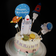 susan susan,冰淇淋千層蛋糕__太空史努比 ( 附上狗狗、星球馬卡龍、太空飛行裝置、太空專屬插件   造型不定期調整*。.) (唯一可宅配冰淇淋蛋糕#,也可不做冰淇淋 )...  ....(裝飾品為贈品不得轉售..平均哈根達斯蛋糕熱量的1/5台灣蛋糕的1/4)),