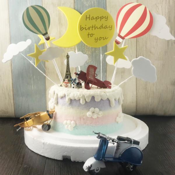 susan susan,全台唯一可宅配_冰淇淋千層蛋糕__夢想天空  ( 附上古典飛機 or 摩托車 顏色不定、熱氣球插件、月亮插件、鳥瞰小屋、巴黎鐵塔  造型不定期調整*。.) (##也可不做冰淇淋 )...  ....(裝飾品為贈品不得轉售..平均哈根達斯蛋糕熱量的1/5台灣蛋糕的1/4))防疫期間,新竹以北延誤機率約1%,因此會提早給司機,提早到放冷凍保鮮不擔心,
