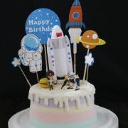 susan susan, 冰淇淋千層蛋糕__太空復古風__鋼彈機器人 ( 附上鋼彈機器人、星球馬卡龍、太空飛行裝置、太空專屬插件   造型不定期調整*。.) (唯一可宅配冰淇淋蛋糕#,也可不做冰淇淋 )...  ...我喜歡鋼彈的歌曲 .(裝飾品為贈品不得轉售..平均哈根達斯蛋糕熱量的1/5台灣蛋糕的1/4)),