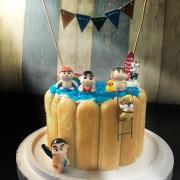 susan susan,冰淇淋千層蛋糕__裸體少年小新 ( 附上蠟筆小新、泳池果凍、狗狗、小鴨、泳池拉旗、立體彩虹  造型不定期調整*。.) (唯一可宅配冰淇淋蛋糕#,也可不做冰淇淋 )...  ....(裝飾品為贈品不得轉售..平均哈根達斯蛋糕熱量的1/5台灣蛋糕的1/4)),