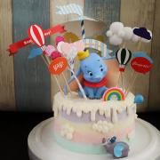 susan susan,冰淇淋裝飾水果蛋糕__天空小飛象與馬戲團 ( 附贈小飛象、馬戲團插件、熱氣球插件、立體彩虹、雲朵插件、氣球插件  裝飾造型不定期調整, 但主題與數量都會一致請放心) (唯一可全台宅配冰淇淋蛋糕) ( 可勾不做冰淇淋、也可做冰淇淋,此奶醬是獨家研發的天然配方,熬煮多小時製作而成的,優點是低糖、好吃健康、且宅配不容易壞損融化!  吃的時候記得照包裝上「食用說明」吃,冷凍保存、退冰約5~10分鐘,退太久一般會融化,雖然Susan老師的不會輕易融化但也會失去冰淇淋口感,要注意喔!(回放冷凍1HR即可又恢復冰淇淋口感)(裝飾品為贈品不得轉售)),