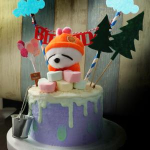 susan susan, 情境蛋糕__賤兔的百寶箱 ( 附上賤兔、水桶or其他賤兔百寶箱物品、棉花糖、森林插件、雲朵拉旗、氣球插件裝飾造型不定期調整, 但主題與數量都會一致請放心。部分蛋糕依照您勾選的附件贈品種類與數量不同,材積與蛋糕造型會有增加或者變動,因此蛋糕售價會跟著浮動) (唯一可全台宅配 情境蛋糕) ( 可勾不做冰淇淋、也可做冰淇淋,此奶醬是獨家研發的天然配方,熬煮多小時製作而成的,優點是低糖、好吃健康、且宅配不容易壞損融化!  吃的時候記得照包裝上「食用說明」吃,冷凍保存、退冰約5~10分鐘,退太久一般會融化,雖然Susan老師的不會輕易融化但也會失去冰淇淋口感,要注意喔!(回放冷凍1HR即可又恢復冰淇淋口感)(裝飾品為贈品不得轉售)),