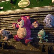 susan susan,冰淇淋千層蛋糕__熊抱哥的草莓滋味 ( 內餡料預設草莓炸彈為主、附上熊抱哥(草莓熊人)、亮晶晶球、生日快樂插件、立體彩虹、氣球插件,裝飾造型不定期調整, 但主題與數量都會一致請放心。.) (唯一可全台宅配 冰淇淋千層蛋糕, 共同利用宅配對抗武漢肺炎, 減少不必要外出,也可勾不做冰淇淋 )...  ....(裝飾品為贈品不得轉售, 部分蛋糕依照您勾選的附件贈品種類與數量不同,材積與蛋糕造型會有增加或者變動,因此蛋糕售價會跟著浮動. 平均哈根達斯蛋糕熱量的1/5; 平均台灣蛋糕熱量的1/4)),