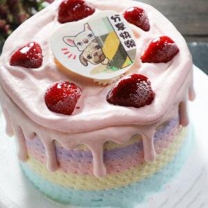 susan susan,Semifreddo義大利彩虹水果蛋糕__草莓炸彈(可更換本站1,000名港台知名插畫家設計或者客製寫真照片圖案) (唯一可全台宅配 情境蛋糕) ( 可勾不做冰淇淋、也可做冰淇淋,此奶醬是獨家研發的天然配方,熬煮多小時製作而成的,優點是低糖、好吃健康、且宅配不容易壞損融化!  吃的時候記得照包裝上「食用說明」吃,冷凍保存、退冰約5~10分鐘,退太久一般會融化,雖然Susan老師的不會輕易融化但也會失去冰淇淋口感,要注意喔!(回放冷凍1HR即可又恢復冰淇淋口感)),