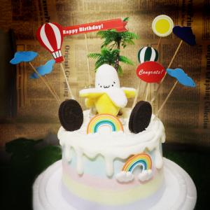 susan susan,冰淇淋裝飾水果蛋糕___香蕉王子 ( 附贈香蕉王子、OREO餅乾、樹木、熱氣球、立體彩虹,裝飾造型不定期調整, 但主題與數量都會一致請放心。部分蛋糕依照您勾選的附件贈品種類與數量不同,材積與蛋糕造型會有增加或者變動,因此蛋糕售價會跟著浮動) (唯一可全台宅配冰淇淋蛋糕) ( 可勾不做冰淇淋、也可做冰淇淋,此奶醬是獨家研發的天然配方,熬煮多小時製作而成的,優點是低糖、好吃健康、且宅配不容易壞損融化!  吃的時候記得照包裝上「食用說明」吃,冷凍保存、退冰約5~10分鐘,退太久一般會融化,雖然Susan老師的不會輕易融化但也會失去冰淇淋口感,要注意喔! (回放冷凍1HR即可又恢復冰淇淋口感)(裝飾品為贈品不得轉售)),
