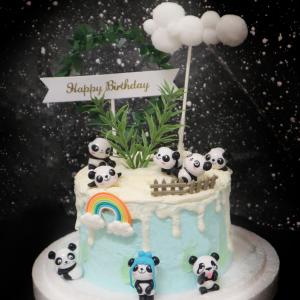 susan susan, 這不是翻糖因翻糖不好吃___熊貓植物園 ( 附上熊貓、葉圈生日快樂插件、白雲插件、植物、柵欄、彩虹,造型不定期調整*。.) (唯一可宅配冰淇淋蛋糕#,也可不做冰淇淋 )...  ... .(裝飾品為贈品不得轉售..平均哈根達斯蛋糕熱量的1/5台灣蛋糕的1/4)),