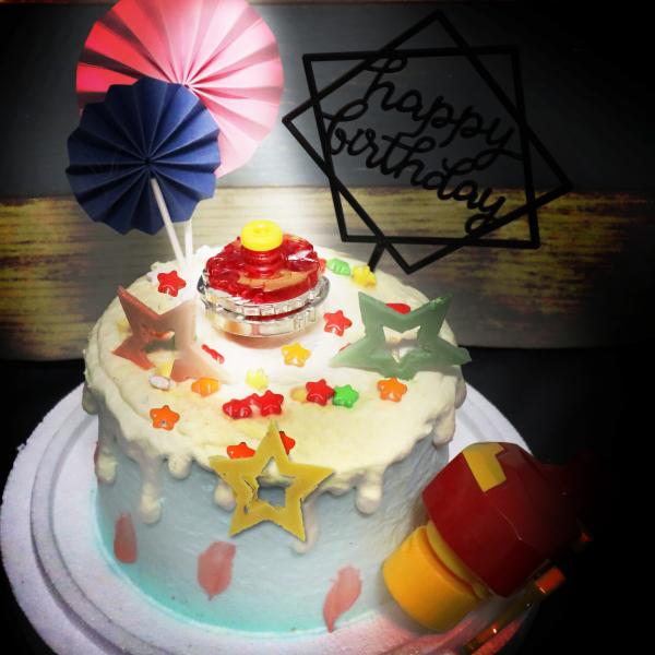 戰鬥陀螺 , 公仔, 玩具, 裝飾蛋糕, 冰淇淋蛋糕, Dessert365, PX 漫漫手工甜點市集, 手工甜點, 冰淇淋蛋糕, 與手工甜點對話的Susan, 插畫, 客製化