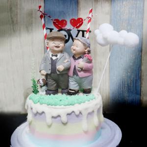 susan susan,情境蛋糕___一輩子的愛戀 ( 附上愛戀情侶、草叢、公園雲朵拉旗、愛戀拉旗,裝飾造型不定期調整, 但主題與數量都會一致請放心。部分蛋糕依照您勾選的附件贈品種類與數量不同,材積與蛋糕造型會有增加或者變動,因此蛋糕售價會跟著浮動) (唯一可全台宅配 情境蛋糕) ( 可勾不做冰淇淋、也可做冰淇淋,此奶醬是獨家研發的天然配方,熬煮多小時製作而成的,優點是低糖、好吃健康、且宅配不容易壞損融化!  吃的時候記得照包裝上「食用說明」吃,冷凍保存、退冰約5~10分鐘,退太久一般會融化,雖然Susan老師的不會輕易融化但也會失去冰淇淋口感,要注意喔! (回放冷凍1HR即可又恢復冰淇淋口感)(裝飾品為贈品不得轉售)),