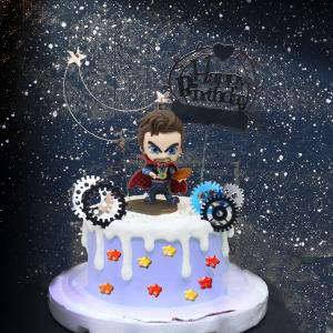 susan susan,情境蛋糕___魔法師奇異博士 ( 附上魔法師奇異博士、魔法星星糖果、魔法時空齒輪、金星之月、生日插件,裝飾造型不定期調整, 但主題與數量都會一致請放心。部分蛋糕依照您勾選的附件贈品種類與數量不同,材積與蛋糕造型會有增加或者變動,因此蛋糕售價會跟著浮動) (唯一可全台宅配 情境蛋糕) ( 可勾不做冰淇淋、也可做冰淇淋,此奶醬是獨家研發的天然配方,熬煮多小時製作而成的,優點是低糖、好吃健康、且宅配不容易壞損融化!  吃的時候記得照包裝上「食用說明」吃,冷凍保存、退冰約5~10分鐘,退太久一般會融化,雖然Susan老師的不會輕易融化但也會失去冰淇淋口感,要注意喔! (回放冷凍1HR即可又恢復冰淇淋口感)(裝飾品為贈品不得轉售)),