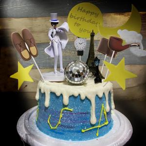 susan susan,冰淇淋千層蛋糕__怪盜基德的夜晚 ( 附上怪盜基德、鑽石、偵探插件、巴黎鐵塔、歐洲古燈、月亮插件  造型不定期調整*。.) (唯一可宅配冰淇淋蛋糕#,也可不做冰淇淋 )...  ...我愛柯南的歌曲 .(裝飾品為贈品不得轉售..平均哈根達斯蛋糕熱量的1/5台灣蛋糕的1/4)),