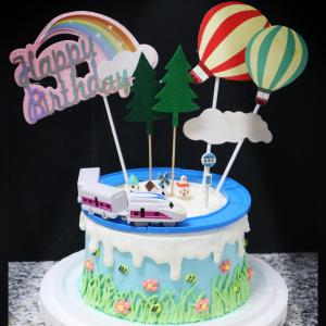 susan susan,冰淇淋千層蛋糕__新幹線 ( 附上可啟動的新幹線列車、站牌、鄉間小木、田野小屋、熱氣球、彩虹, 造型不定期調整*。.) (唯一可宅配冰淇淋蛋糕#,也可不做冰淇淋 )...  ....(裝飾品為贈品不得轉售..平均哈根達斯蛋糕熱量的1/5台灣蛋糕的1/4)),