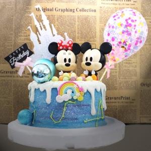 susan susan,冰淇淋千層蛋糕__米奇米妮星空之夜  ( 附上米奇米妮可擇一或者都要、大氣球插件、城堡、生日快樂插件  造型不定期調整*。.) (唯一可宅配冰淇淋蛋糕#,也可不做冰淇淋 )...  ....(裝飾品為贈品不得轉售..平均哈根達斯蛋糕熱量的1/5台灣蛋糕的1/4)),