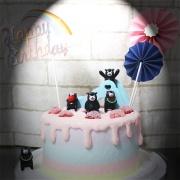 susan susan,全台唯一可宅配_冰淇淋千層蛋糕__熊本熊的草莓 ( 內餡料預設草莓炸彈為主、附上熊本熊隨機一隻、溜滑梯、和風插件、彩虹生日插件,造型不定期調整*。.) (##也可不做冰淇淋 )...  ....(裝飾品為贈品不得轉售..平均哈根達斯蛋糕熱量的1/5台灣蛋糕的1/4))防疫期間,新竹以北延誤機率約1%,因此會提早給司機,提早到放冷凍保鮮不擔心,