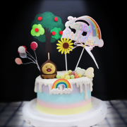 susan susan,全台唯一可宅配_冰淇淋千層蛋糕__療癒深山醜比頭 ( 附上醜比頭、蘋果樹、氣球、彩虹、向日葵,造型不定期調整*。.) (##也可不做冰淇淋 )...  ....(裝飾品為贈品不得轉售..平均哈根達斯蛋糕熱量的1/5台灣蛋糕的1/4))防疫期間,新竹以北延誤機率約1%,因此會提早給司機,提早到放冷凍保鮮不擔心,