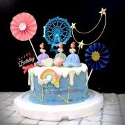 susan susan,全台唯一可宅配_冰淇淋千層蛋糕__愛貓貴婦 ( 附上貓咪與貴婦、魔幻月亮、摩天輪、彩虹、傘插件、生日快樂插件, 造型不定期調整*。.) (##也可不做冰淇淋 )...  ....(裝飾品為贈品不得轉售..平均哈根達斯蛋糕熱量的1/5台灣蛋糕的1/4))防疫期間,雙北桃園新竹消費者下單表示同意可接受延誤,台灣加油!,