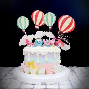 susan susan,冰淇淋千層蛋糕__少女系_愛情小貓咪 ( 附上LOVE貓、熱氣球、生日快樂插件、棉花糖, 造型不定期調整*。.) (唯一可宅配冰淇淋蛋糕#,也可不做冰淇淋 )...  ....(裝飾品為贈品不得轉售..平均哈根達斯蛋糕熱量的1/5台灣蛋糕的1/4)),