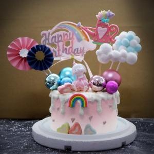 susan susan,冰淇淋千層蛋糕__歐風__桑迪兔  ( 附上桑迪兔、澆花器、夢幻球、彩虹、雲朵等夢幻布景  造型不定期調整*。.) (唯一可宅配冰淇淋蛋糕#,也可不做冰淇淋 )...  ....(裝飾品為贈品不得轉售..平均哈根達斯蛋糕熱量的1/5台灣蛋糕的1/4)),