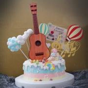 susan susan,冰淇淋千層蛋糕__夢幻吉他  ( 附上玩具吉他、音符、熱氣球、雲朵、夢幻球等夢幻場景  造型不定期調整*。.) (唯一可宅配冰淇淋蛋糕#,也可不做冰淇淋 )...  ....(裝飾品為贈品不得轉售..平均哈根達斯蛋糕熱量的1/5台灣蛋糕的1/4)),