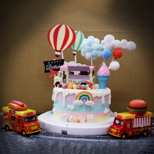 susan susan,冰淇淋千層蛋糕__美食餐車 ( 附上美食餐車、熱氣球、夢幻球、白雲、氣球、生日快樂    造型不定期調整*。.) (唯一可宅配冰淇淋蛋糕#,也可不做冰淇淋 )...  ....(裝飾品為贈品不得轉售..平均哈根達斯蛋糕熱量的1/5台灣蛋糕的1/4)),