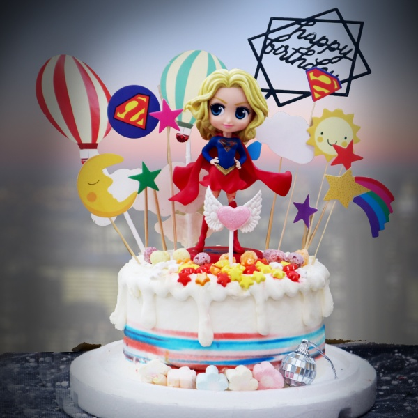 susan susan,全台唯一可宅配_冰淇淋千層蛋糕___美少女超人 ( 附上super girl、超人插件、天使愛心、熱氣球、太陽月亮星星、生日快樂插件、棉花糖、星星糖果,造型不定期調整*。.) (##也可不做冰淇淋 )...  ... .(裝飾品為贈品不得轉售..平均哈根達斯蛋糕熱量的1/5台灣蛋糕的1/4))防疫期間,尤其雙北桃園新竹,下單表示同意可能延誤,台灣加油!,