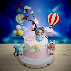 susan susan,全台唯一可宅配_冰淇淋千層蛋糕__宇宙少女 ( 附上隨機一位宇宙少女、櫻花、歡樂熱氣球、氣球、生日快樂插件、彩虹  造型不定期調整*。.) (##也可不做冰淇淋 )...  ....(裝飾品為贈品不得轉售..平均哈根達斯蛋糕熱量的1/5台灣蛋糕的1/4))防疫期間,新竹以北延誤機率約1%,因此會提早給司機,提早到放冷凍保鮮不擔心,