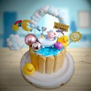 susan susan,全台唯一可宅配_冰淇淋千層蛋糕__洗澡的小豬 ( 附上小豬、沐浴設備、小鴨、棉花夢幻拱門、生日快樂插件、太陽星星月亮彩虹  造型不定期調整*。.) (##也可不做冰淇淋 )...  ....(裝飾品為贈品不得轉售..平均哈根達斯蛋糕熱量的1/5台灣蛋糕的1/4))防疫期間,新竹以北延誤機率約1%,因此會提早給司機,提早到放冷凍保鮮不擔心,