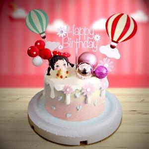 susan susan,全台唯一可宅配_冰淇淋千層蛋糕__可愛女孩 ( 附上女孩、女孩房間裝飾、熱氣球、氣球、生日快樂插件  造型不定期調整*。.) (##也可不做冰淇淋 )...  ....(裝飾品為贈品不得轉售..平均哈根達斯蛋糕熱量的1/5台灣蛋糕的1/4))防疫期間,新竹以北延誤機率約1%,因此會提早給司機,提早到放冷凍保鮮不擔心,
