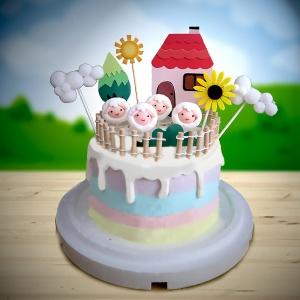 susan susan,全台唯一可宅配_冰淇淋千層蛋糕__你是我的小綿羊 ( 附上綿羊、柵欄、可愛家園、向日葵、白雲  造型不定期調整*。.) (##也可不做冰淇淋 )...  ....(裝飾品為贈品不得轉售..平均哈根達斯蛋糕熱量的1/5台灣蛋糕的1/4))防疫期間,新竹以北延誤機率約1%,因此會提早給司機,提早到放冷凍保鮮不擔心,