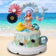 susan susan,全台唯一可宅配_冰淇淋千層蛋糕__美少女海灘 ( 附上泳裝美少女、黃色小鴨、網紅拱門、美人魚尾巴、日式和風插件、可愛愛心  造型不定期調整*。.) (##也可不做冰淇淋 )...  ....(裝飾品為贈品不得轉售..平均哈根達斯蛋糕熱量的1/5台灣蛋糕的1/4))防疫期間,新竹以北延誤機率約1%,因此會提早給司機,提早到放冷凍保鮮不擔心 (複製),