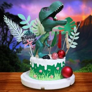 susan susan,全台唯一可宅配_冰淇淋千層蛋糕___暴龍手真短 ( 附上有聲發光恐龍__顏色隨機 、叢林、遠古流蘇、生日快樂、血色彩球,造型不定期調整*。.) (##也可不做冰淇淋 )...恐龍  ... .(裝飾品為贈品不得轉售..平均哈根達斯蛋糕熱量的1/5台灣蛋糕的1/4))防疫期間,新竹以北延誤機率約1%,因此會提早給司機,提早到放冷凍保鮮不擔心,
